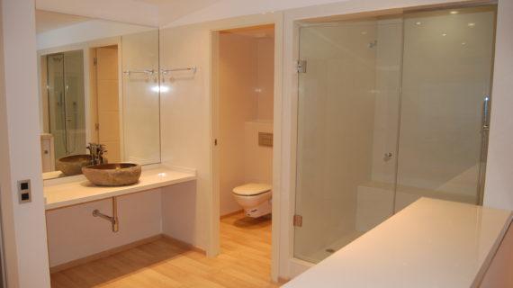 Entrega de reparación de baños en Barcelona